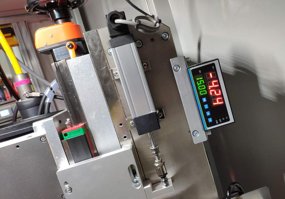 米兰特MT-11位移数显表用于半自动工装台位移测控系统现场案例.jpg